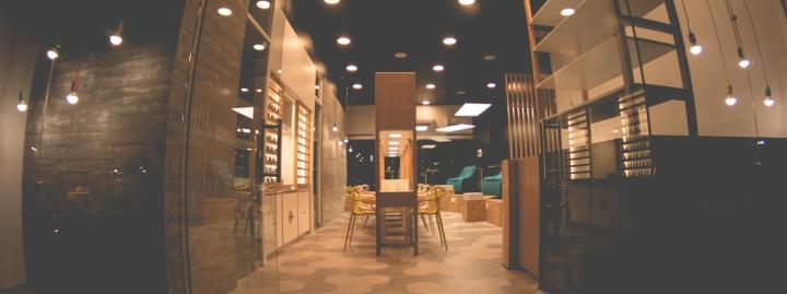 Интерьер маникюрного салона: подвесное освещение