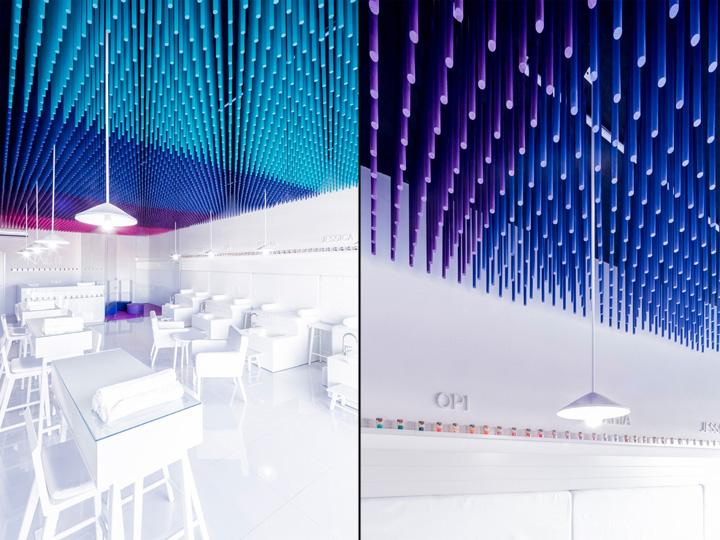 Белые столики в интерьере маникюрного салона