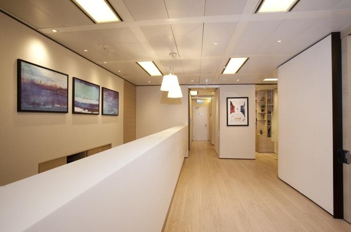 Расслабляющий интерьер медицинского центра: светодиодные лампы с плафонами в форме колокольчика напоминают о доме