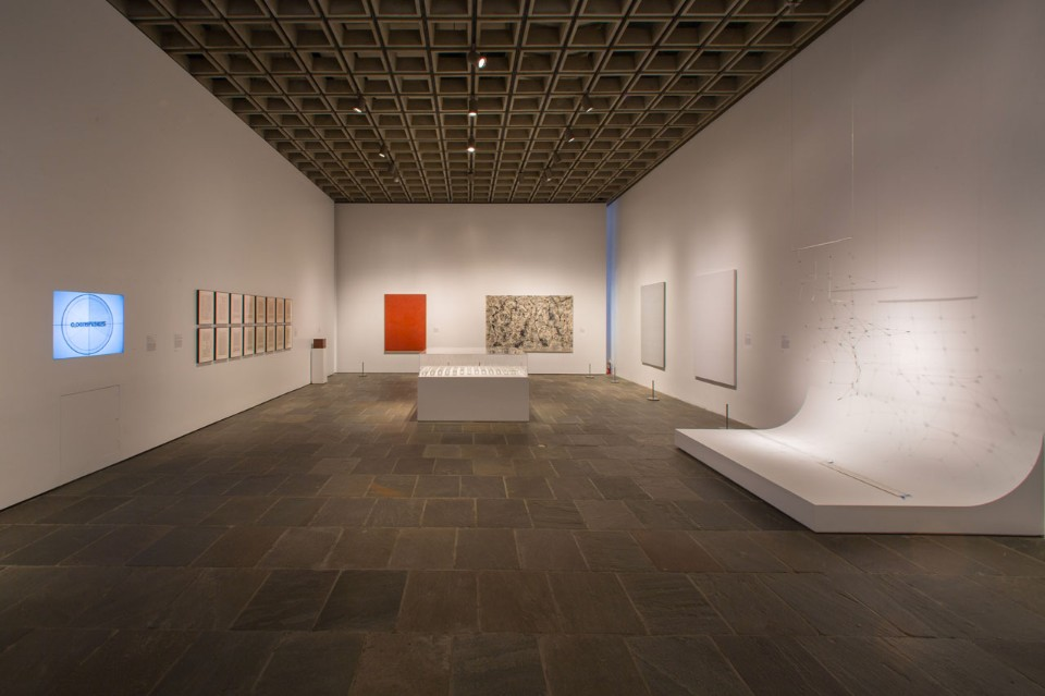 Светлый дизайн выставочного зала - Фото 1