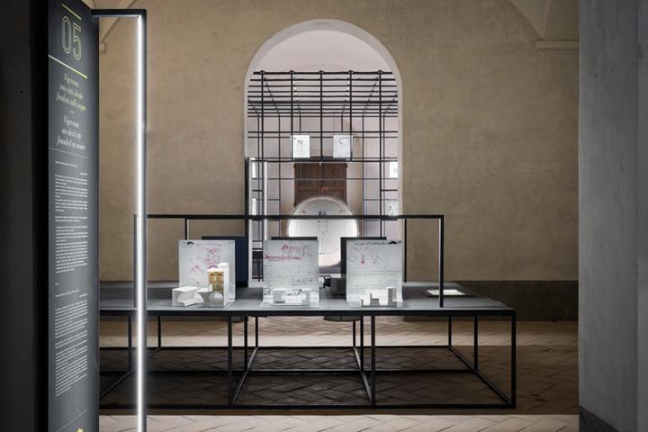 Интерьер музея, посвящённого творчеству Леонардо да Винчи