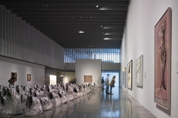 Интерьер музея — Центра Помпиду в Малаге