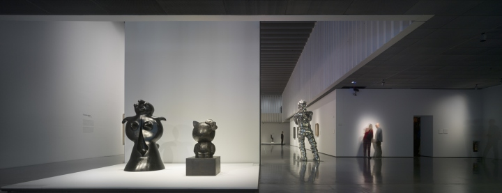 Интерьер музея с просторными помещениями