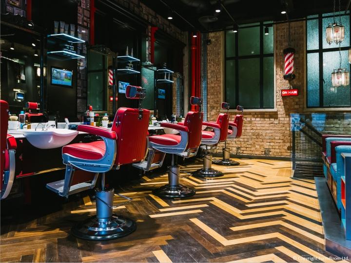 Интерьер мужской парикмахерской. Фото 2