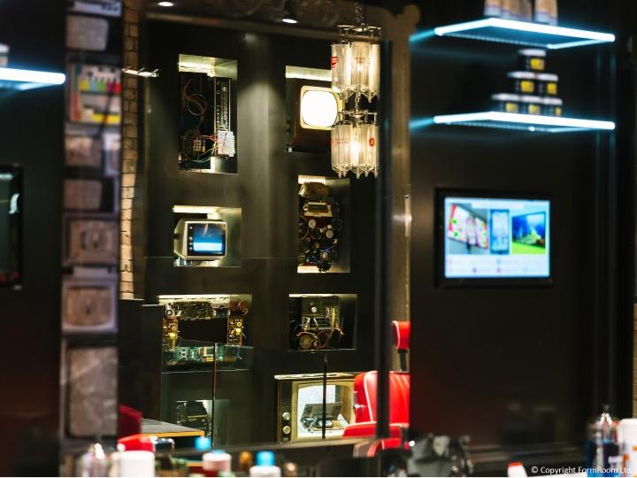 Интерьер мужской парикмахерской. Фото 5