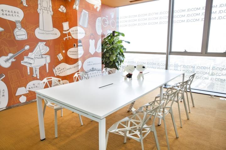 Динамичный яркий интерьер небольшого офиса - фото 2