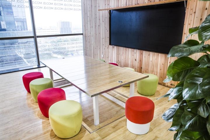 Динамичный яркий интерьер небольшого офиса - фото 5