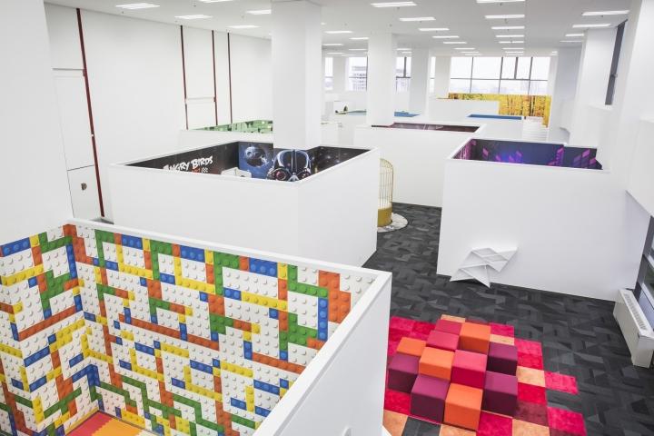 Динамичный яркий интерьер небольшого офиса - фото 11
