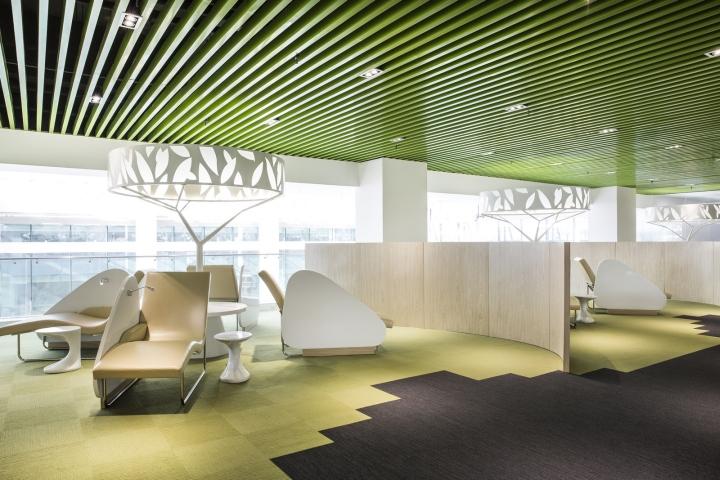 Динамичный яркий интерьер небольшого офиса - фото 15