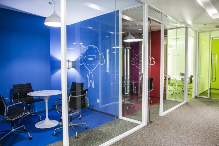 Динамичный яркий интерьер небольшого офиса - фото 16