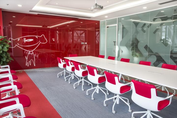 Динамичный яркий интерьер небольшого офиса - фото 19