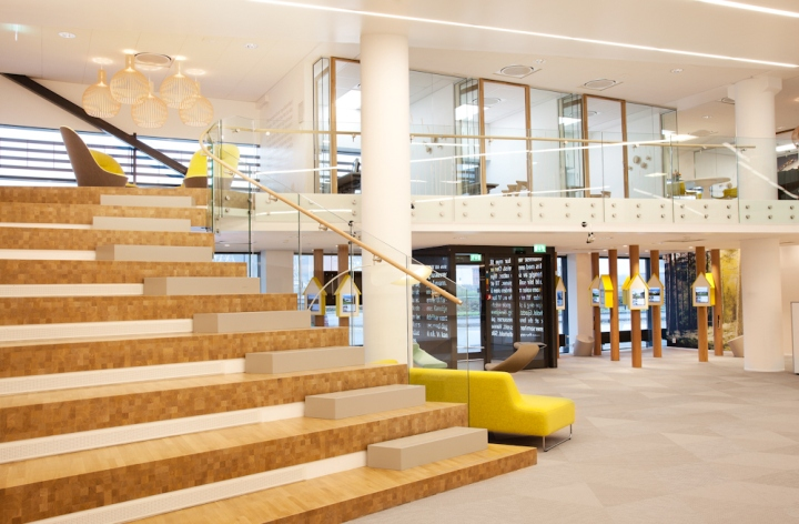 Интерьер офиса банка от Monica Stavem Design