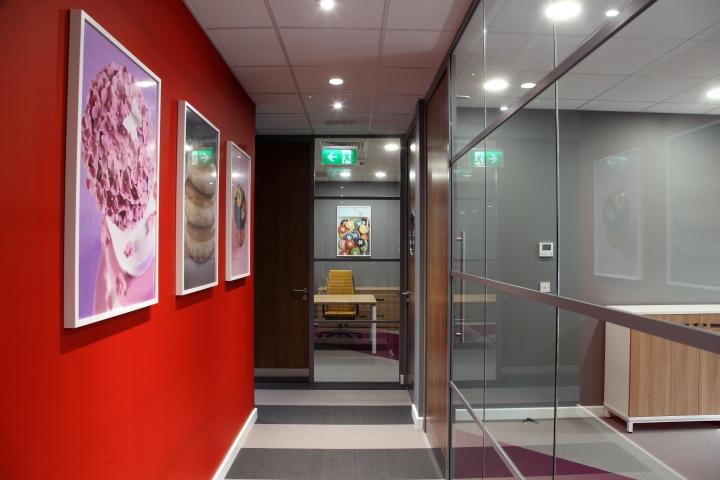 Интерьер офиса – фото из Ливерпуля, Великобритания: стены рабочих зон