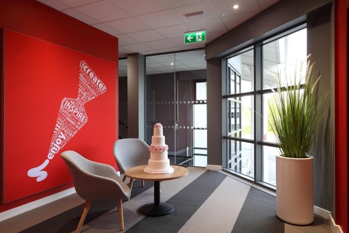 Интерьер офиса – фото из Ливерпуля, Великобритания: вид на коридор
