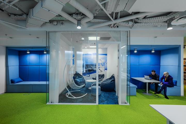 Интерьер офиса в Москве для Booking.com