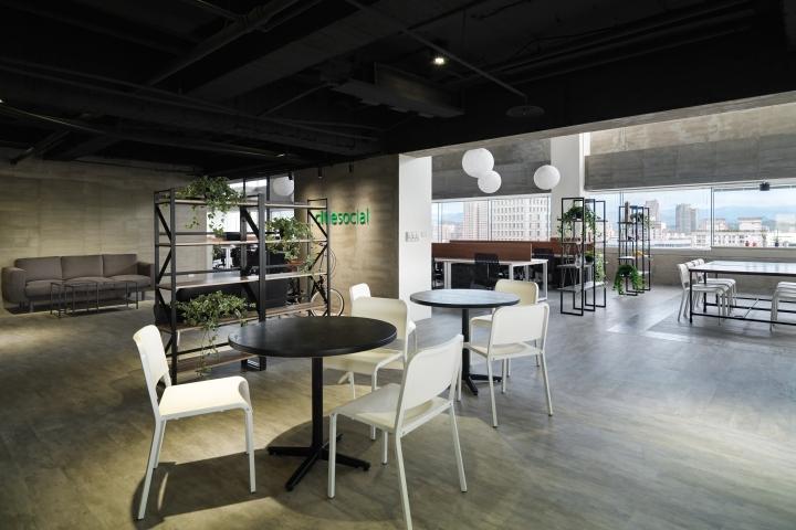 Интерьер офиса в стиле минимализм - дерево, цемент и ПВХ-плитка