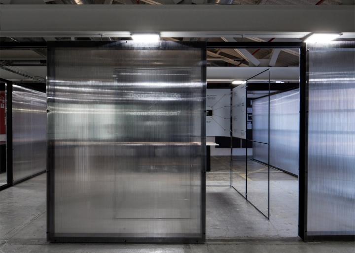 Двери-слайдеры в интерьере офисного помещения