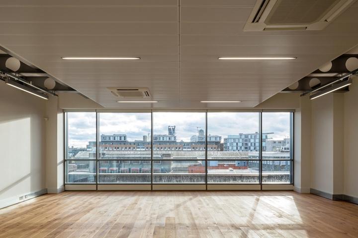 Интерьер офисных помещений бизнес-центра: один из дополнительных этажей