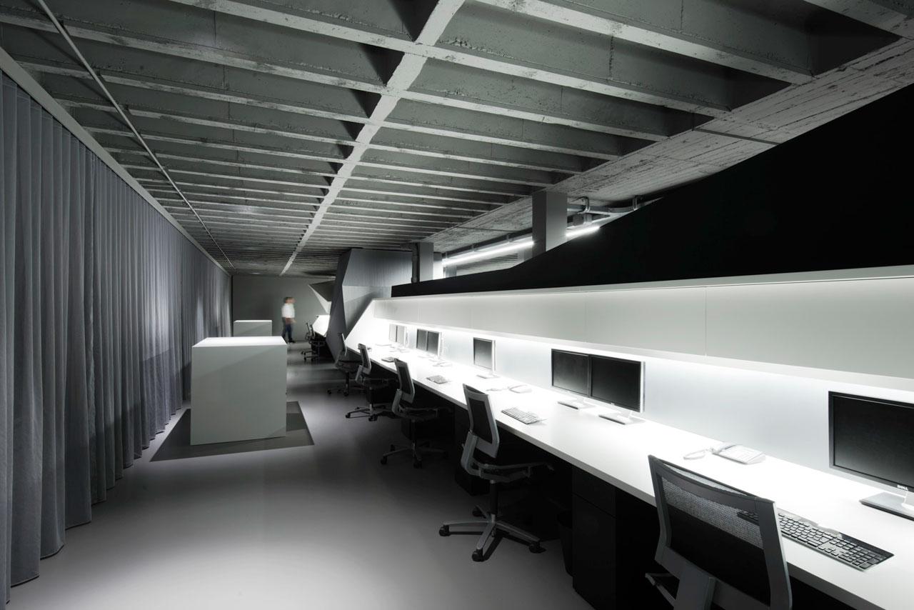Серый интерьер офисных помещений