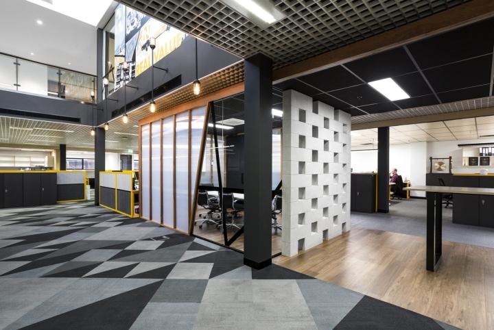 Интерьер офисных помещений от Hot Black Interiors, Австралия: взаимодействующие зоны