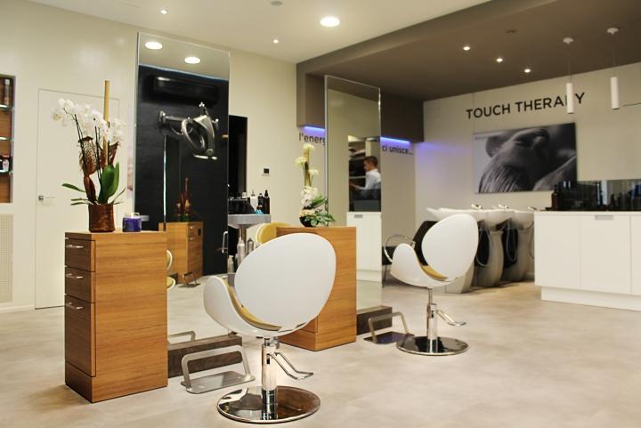 Уютный интерьер парикмахерского салона