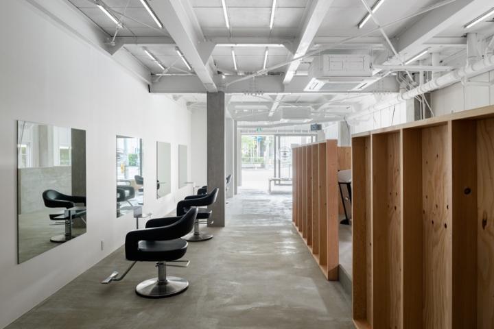 Деревянные перегородки в интерьере парикмахерской