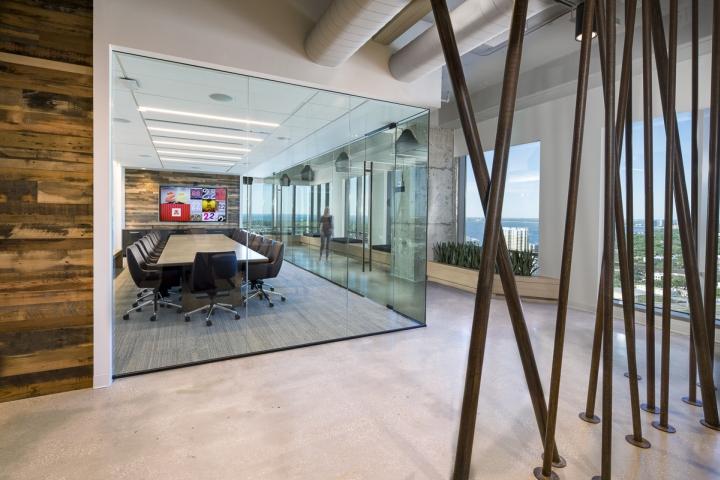 Конференц-зал в интерьере рабочего офиса