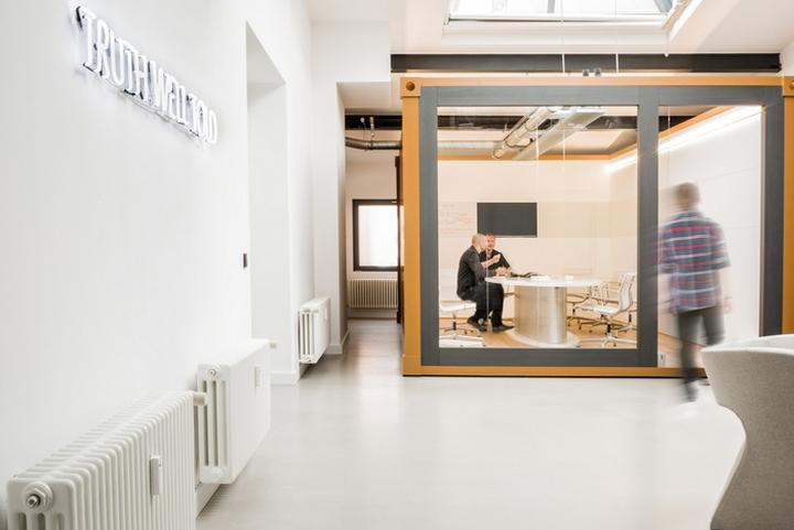 Интерьер рабочего офиса McCann Worldgroup в Берлине: реконструкция офиса