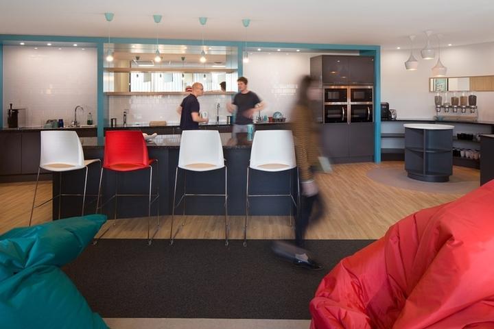 Английский интерьер рабочего офиса - кампус для сотрудников