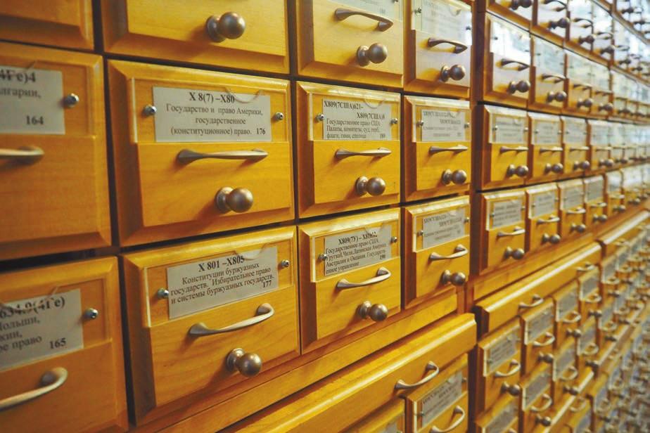 Шкафы с карточками Российской государственной библиотеки