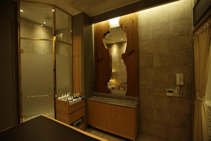 Интерьер салона красоты: комната в коричневых тонах