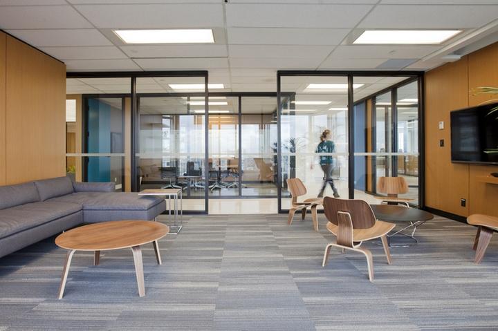 Интерьер современного офиса компании Mogo