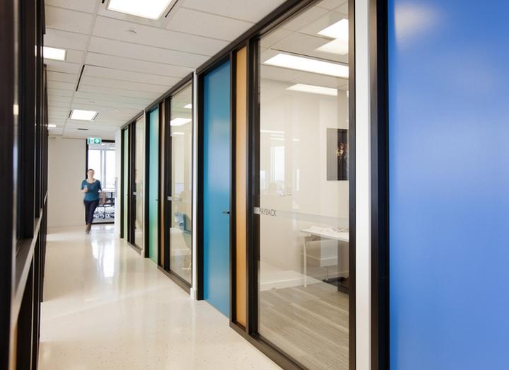 Интерьер современного офиса: коридор