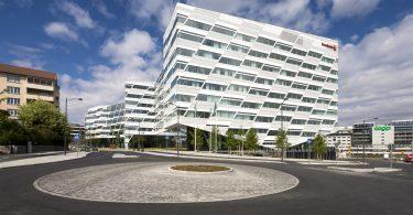 Интерьер современного офиса от 3XN: свободная планировка и динамичность
