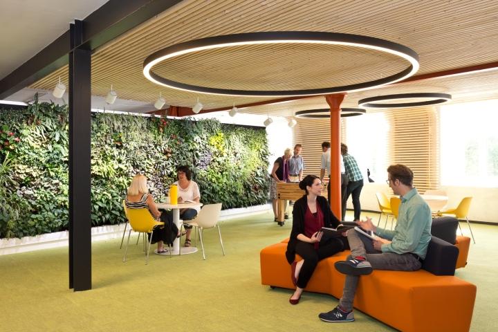 Интерьер современного офиса компании Rosenthal HQ
