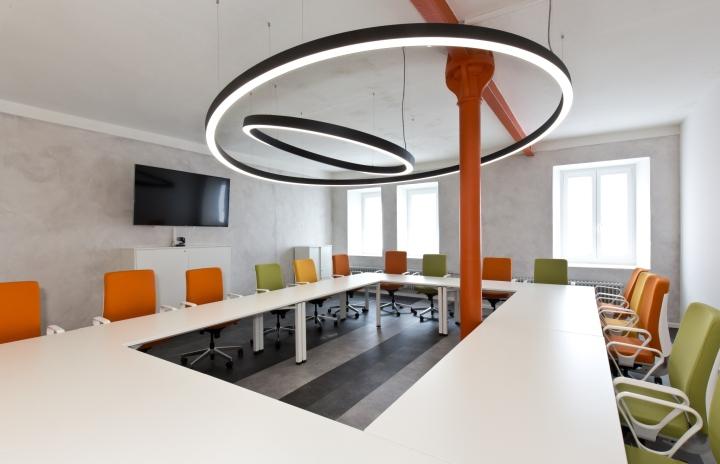 Интерьер современного офиса компании Rosenthal HQ - зал для совещаний