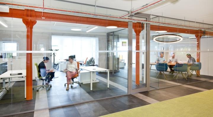 Интерьер современного офиса компании Rosenthal HQ - место для проведения собеседований