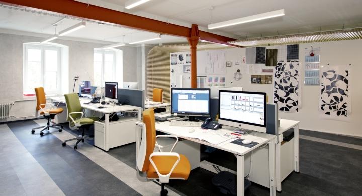 Интерьер современного офиса компании Rosenthal HQ - рабочее пространство