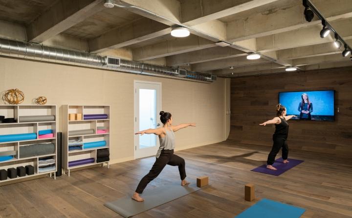 Уютный и приятный интерьер современного офиса в Калифорнии, США: зал для физических упражнений
