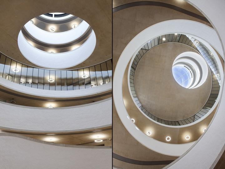 Интерьер современной школы: лестница с разных ракурсов