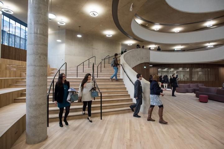 Интерьер современной школы: первый этаж