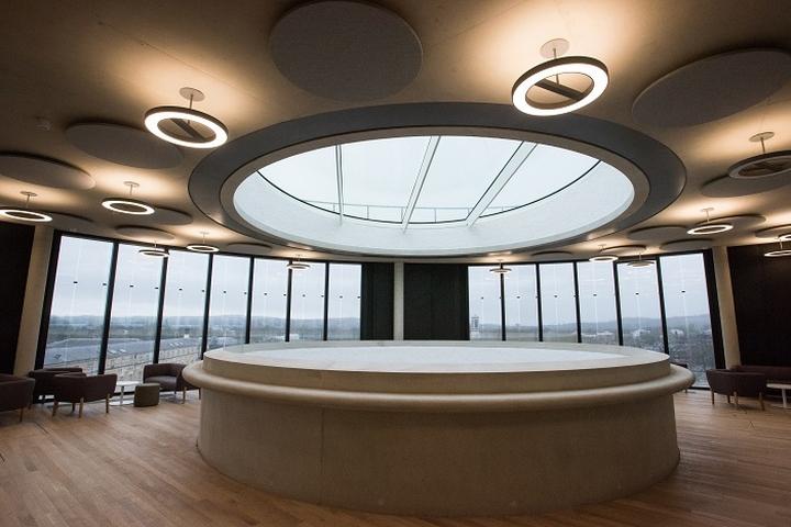 Интерьер современной школы: верхний этаж