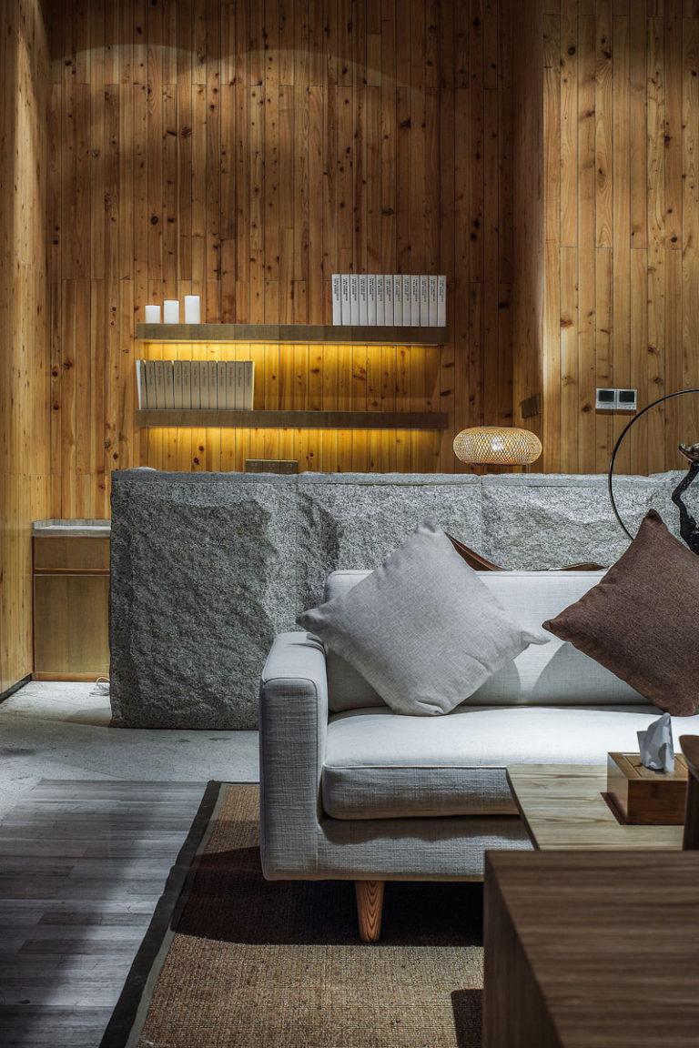 Интерьер спа салона: комфортный диван