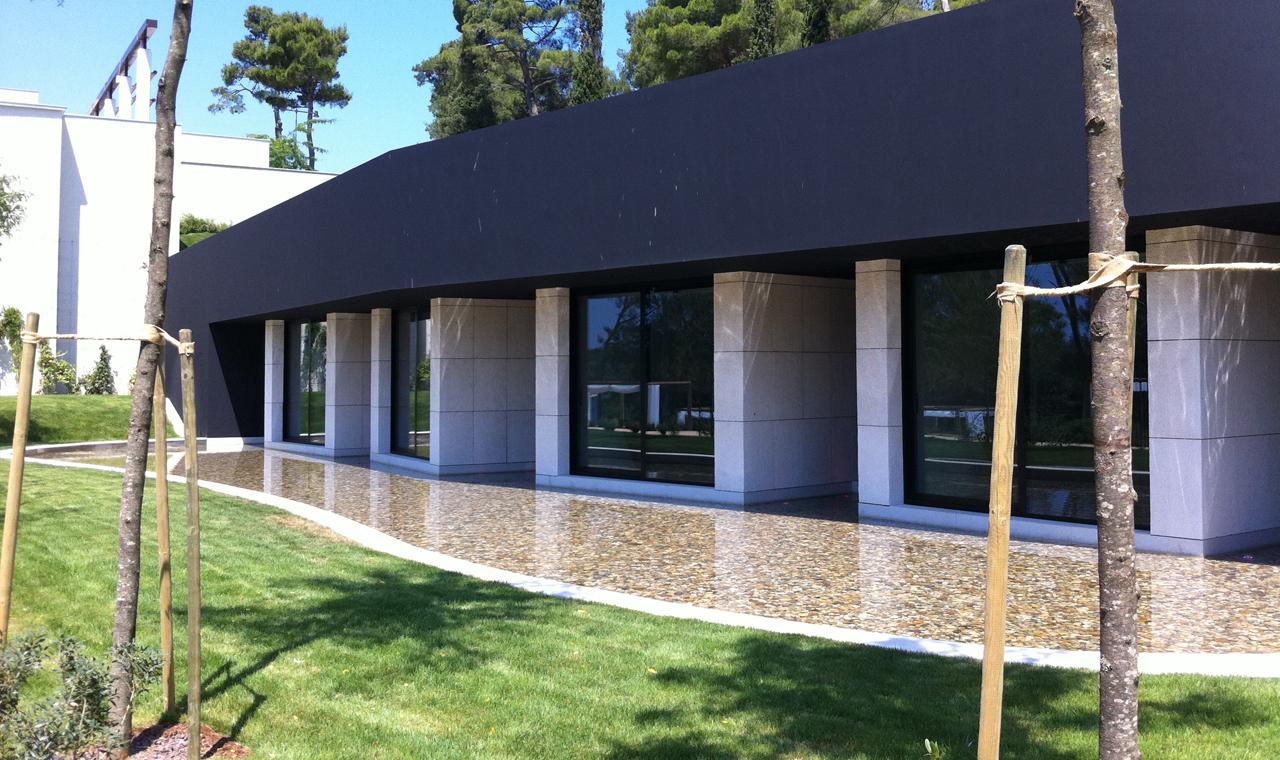 Интерьера спа-салона: фасад здания