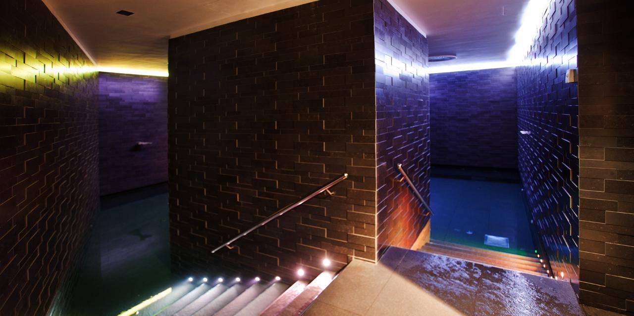 Интерьера спа-салона: крытый бассейн