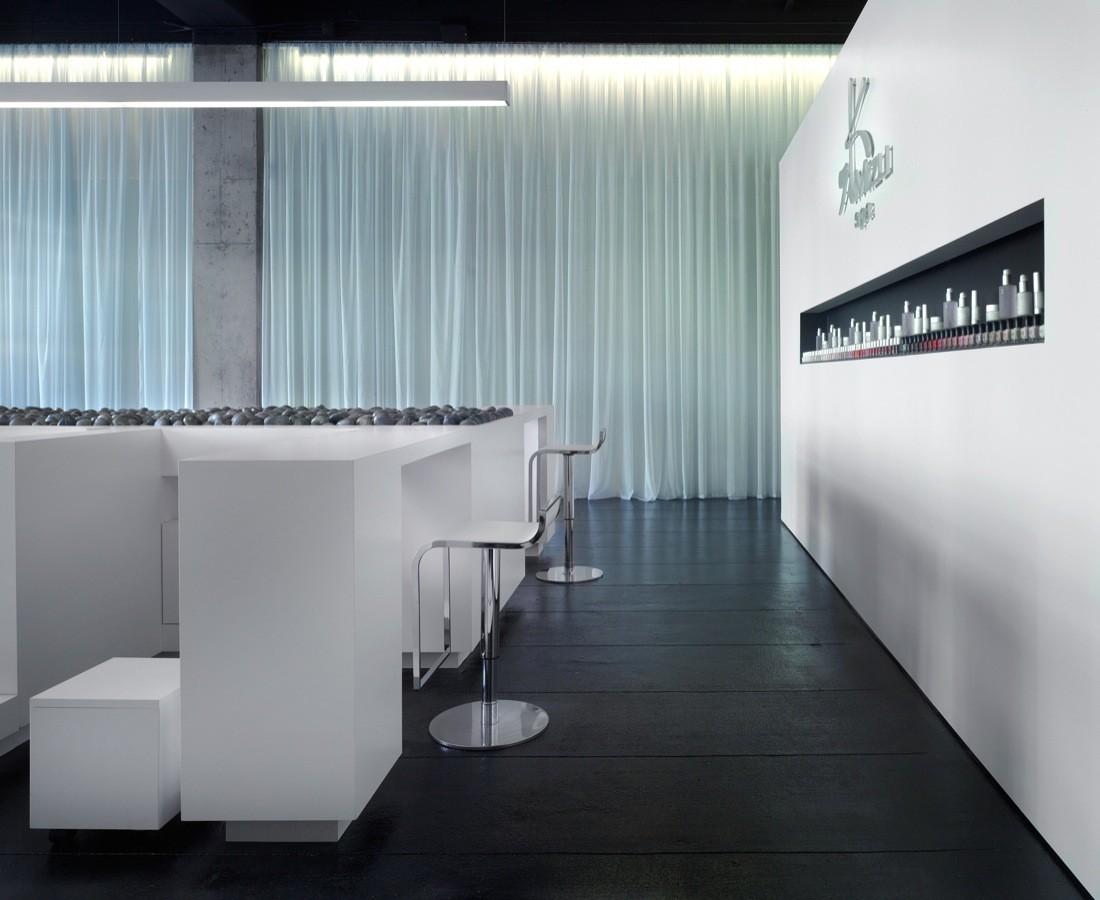 Интерьер спа-салона: лёгкая ткань на стенах