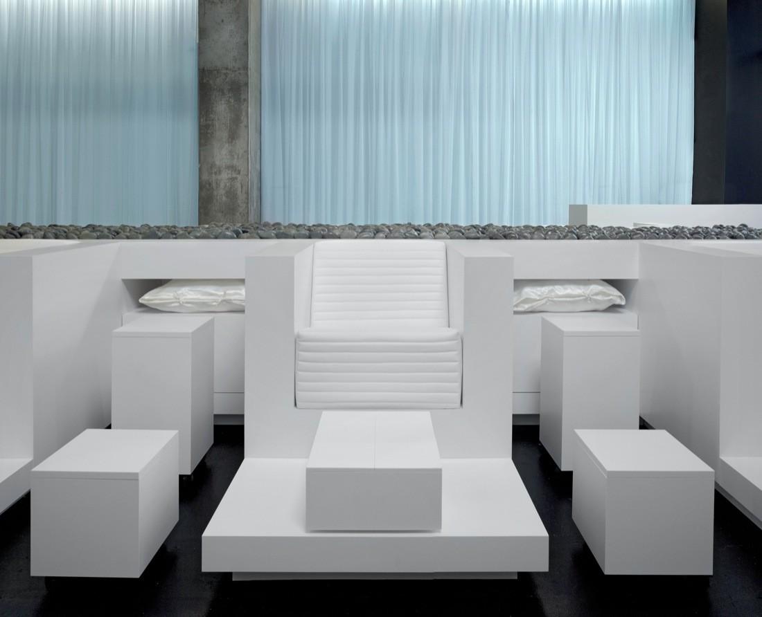 Интерьер спа-салона: ортопедическое кресло