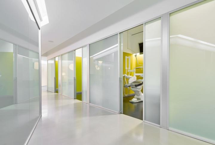 Интерьер стоматологической клиники: яркие стены кабинетов