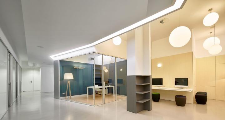Интерьер стоматологической клиники: геометричный дизайн