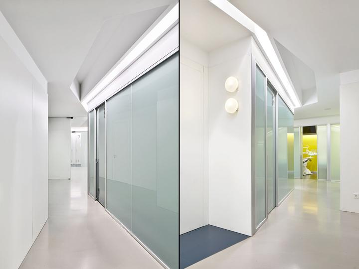 Интерьер стоматологической клиники: матовые офисные перегородки